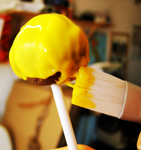 Dipping the cake pops