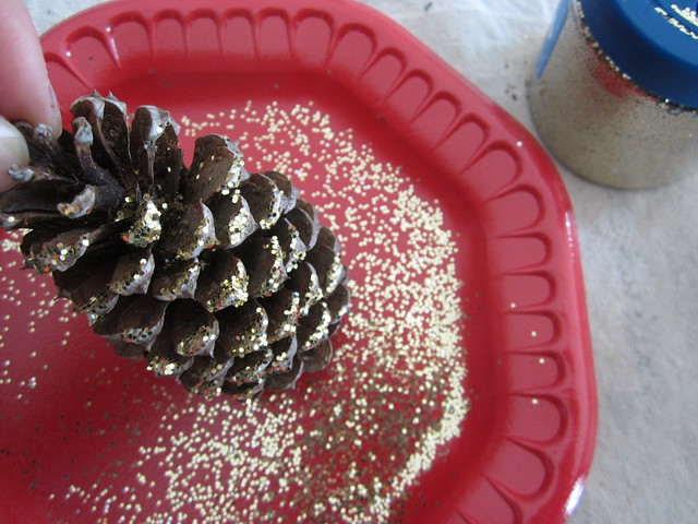 How to Make Glitter Pine Cones