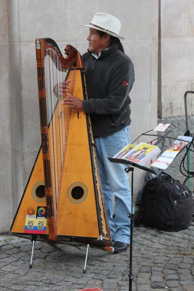 20140830_1374-Salzburg-street-musician_resize