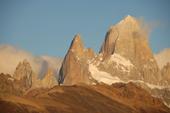 Komfort-Trekking Patagonien, Morgensonne auf dem gewaltigen Fitz Roy, 3375 m. Foto: Günther Härter.