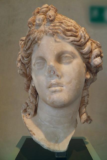 Tête féminine : la déesse Isis ?, IIe siècle, MSR, Musée Saint-Raymond, Villa romaine de Chiragan, Musée des Antiques de Toulouse