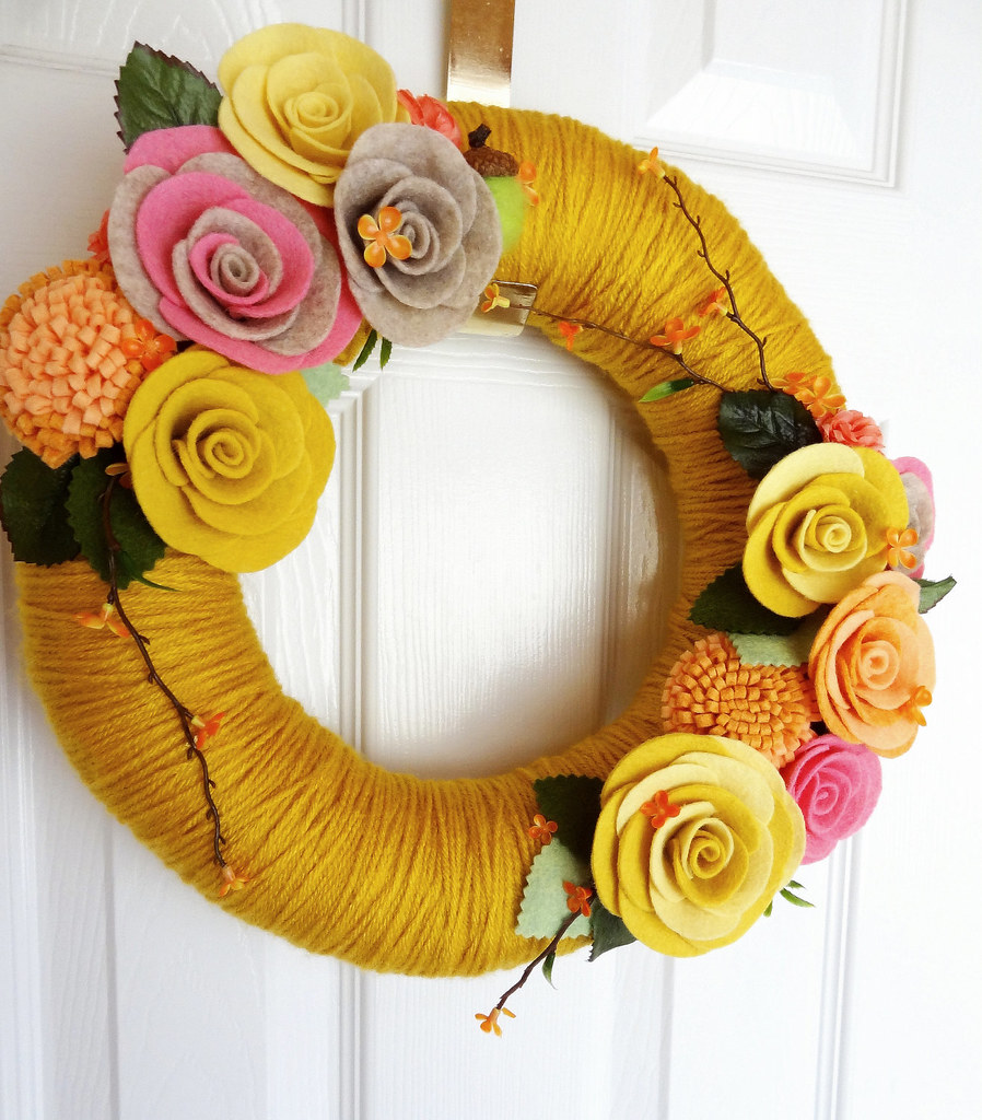 keçe çiçekli kapı süsü