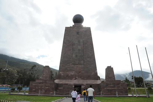 赤道直下の記念碑