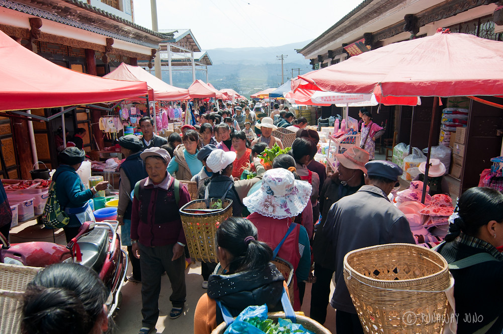 Crowded shaxi market