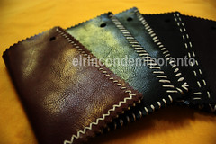 hand(0.0), textile(0.0), wallet(0.0), zipper(0.0), brand(0.0), brown(1.0), yellow(1.0), coin purse(1.0), leather(1.0), close-up(1.0),