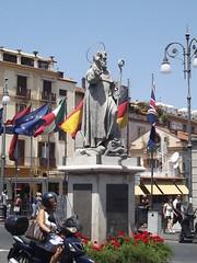 Piazza T. Tasso - Sorrento - statue - S. Antonino Abbate