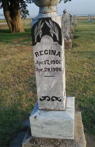 Regina Roggow's grave