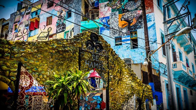 Entrada al Callejón de Hamel, La Habana