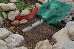 淨水系統鋪設石礫做過濾及管道
