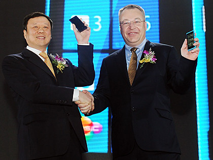 Stephen Elop, CEO of Nokia; and Wang Xiaochu, Chairman of China Telecom at the launch.