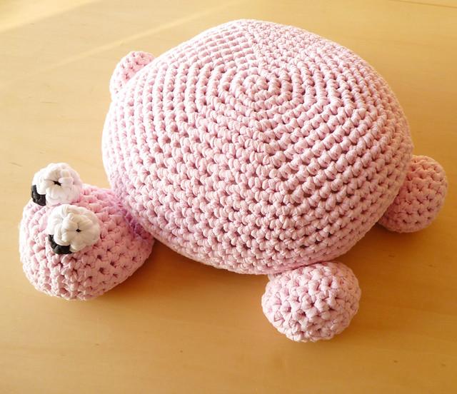 Tshirt yarn Turtle Pouf
