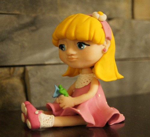 muñeca fimo rosa