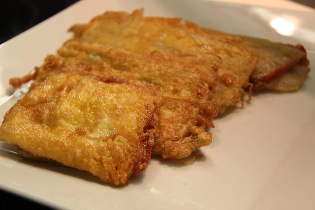 Pencas de acelgas rellenas de jamón y queso