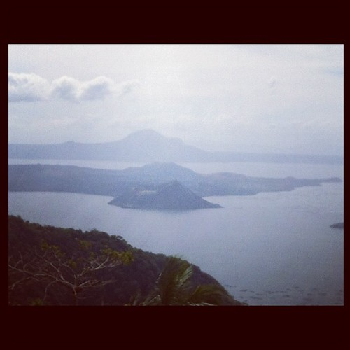 wow square volcano philippines squareformat hudson taal smallest iphoneography instagramapp uploaded:by=instagram foursquare:venue=4b92bdb9f964a520451734e3