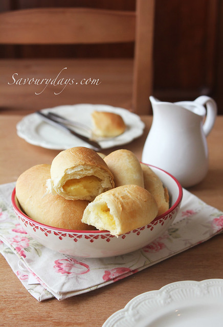 Milk buns with custard filling
