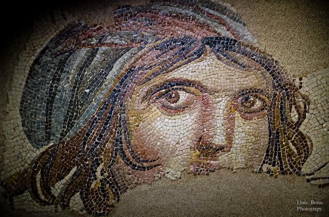 Mosaic que representa una noia gitana o Alexandre el Gran