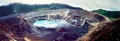083+084 - Volcán Poás. Cráter completo.