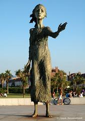 Monumento: madre del emigrante