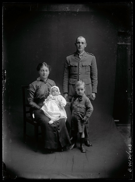 B46130_403 Henry Cope and family
