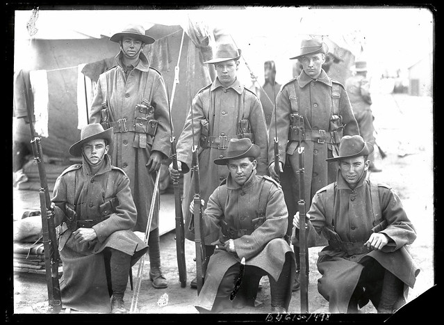 B46130_498 Unidentified Soldiers