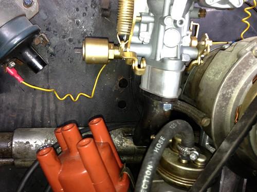 Engine holes in fan shroud for throttle tube - VW Forum