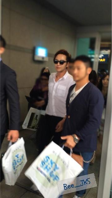 [Pics-2] JKS returned from Beijing to Seoul_20140427 14012022926_10e1906d71_z