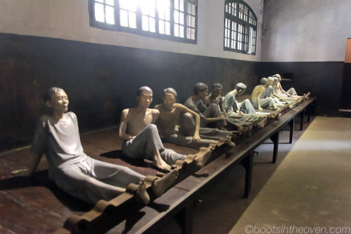 diorama displaying Vietnamese prisoners during the war against the French