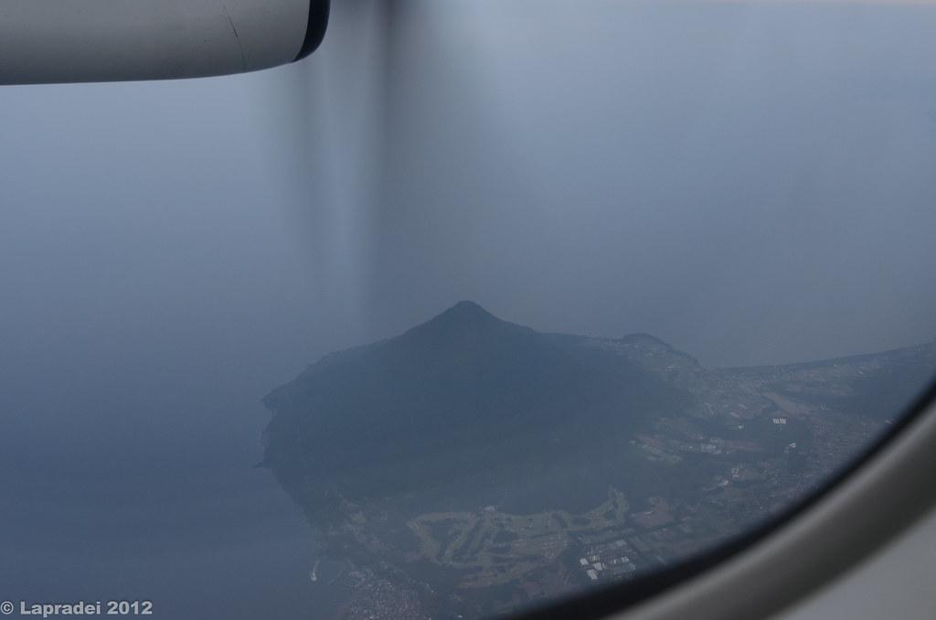 飛行機内から見た開聞岳