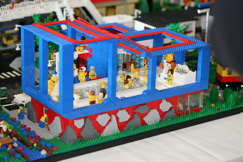 Moc indoor swimming pool lego town eurobricks forums for Show pool post expert ng best forum