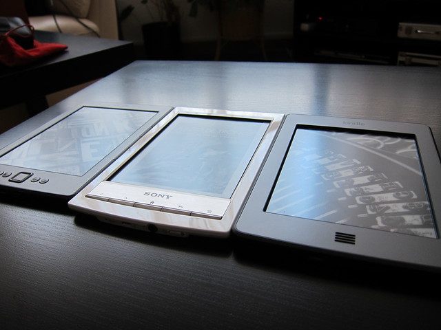 20120709_Kindle_touch_vs_Sony_PRSt1_010