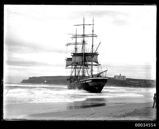 French three-masted barque VINCENNES aground on Manly Beach Sydney, May or June 1906