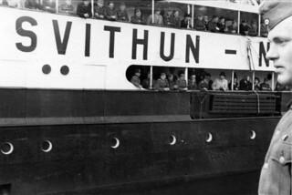 St. Svithun legger fra kai, fullt av soldater om bord