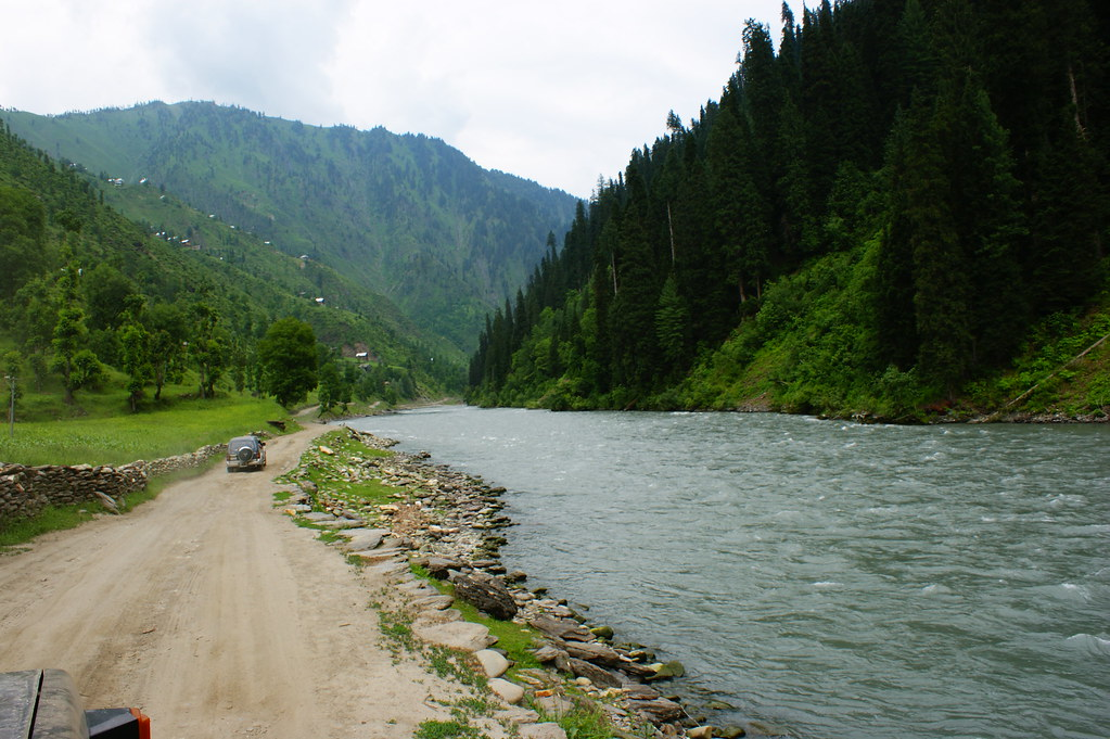 """MJC Summer 2012 Excursion to Neelum Valley with the great """"LIBRA"""" and Co - 7595564646 d80a116ec4 b"""