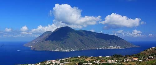 L'isola di Salina vista da Lipari