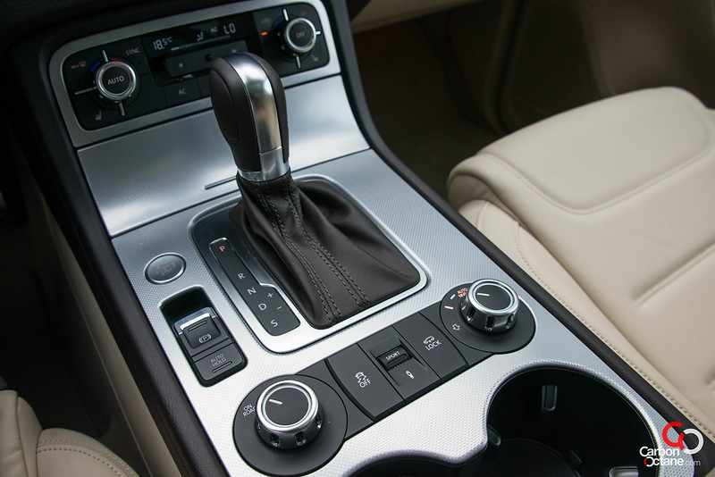 2012 Volkswagen Touareg-18.jpg