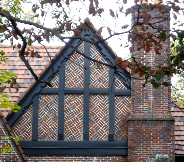 P1130474-2012-11-05-un-Drunk-Diagonal-Brick-double-gable-Morningside-Lenox-Park-Pelham-detail-1