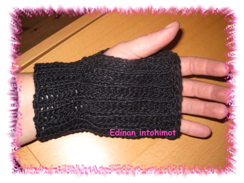 Betty's Button-up Mitts_3