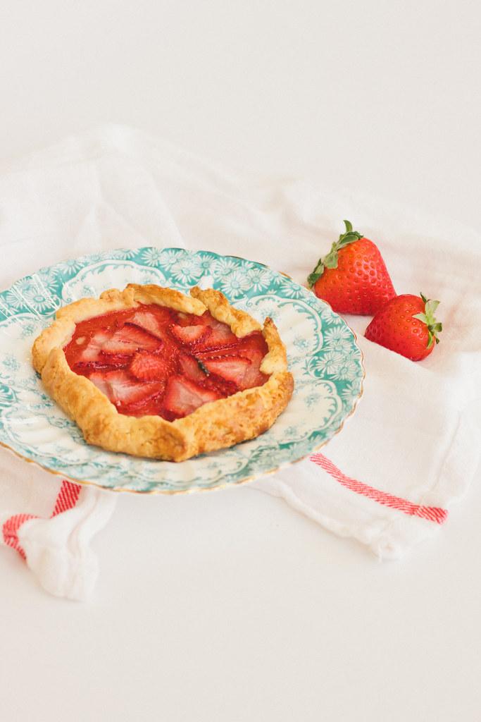 {strawberry-hazelnut galette} via chevrons & éclairs