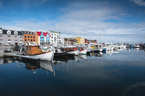 city travel haven reflection boat town waterfront fo faroeislands tórshavn streymoy fujixpro2