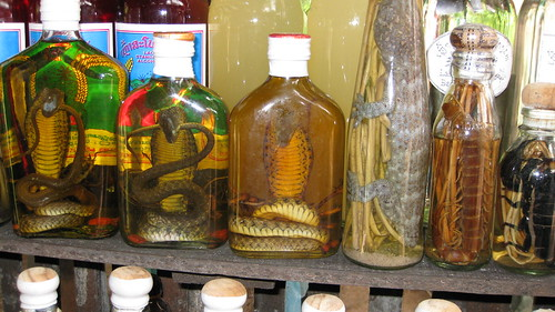 Lào-Láo  whiskey with reptiles & snakes
