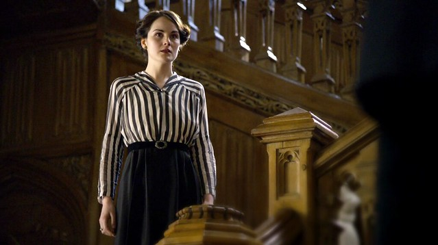 DowntonAbbeyS01_Mary_stripedshirt