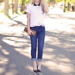 cute jeans-white t-shirt-black collar-leopard clutch