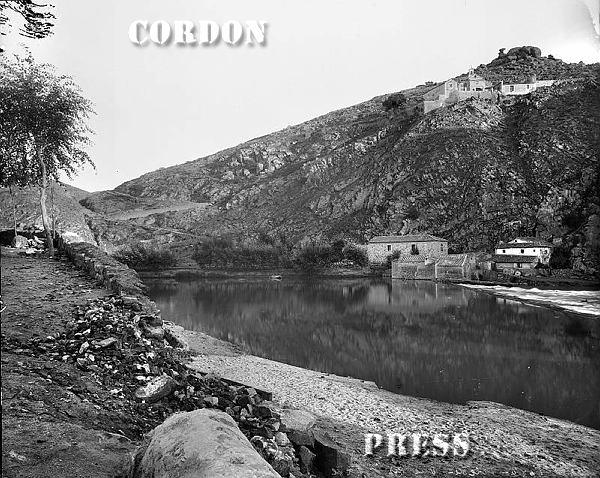 Rio Tajo y ermita del Valle en Toledo hacia 1875-80. © Léon et Lévy / Cordon Press - Roger-Viollet