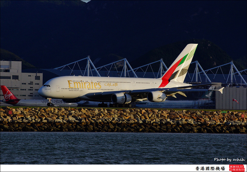 Emirates / A6-EDQ / Hong Kong International Airport