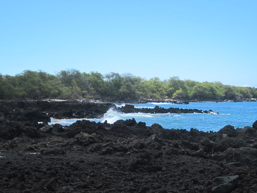 lava flow rocks at La Perousa Bay by Southworth Sailor