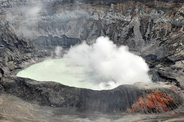 Cráter Principal del Volcán Poás en Costa Rica volcán poás - 7734259208 891db41780 z - Volcán Poás en Costa Rica