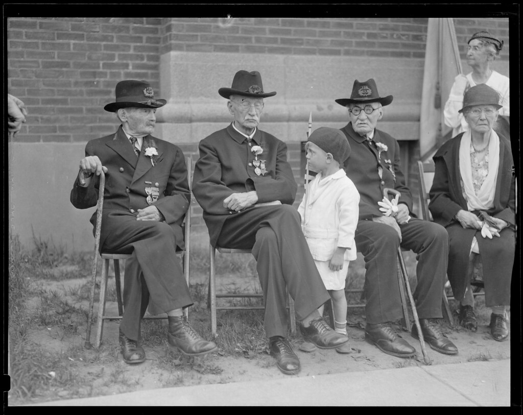 Boys with G A R  veterans | File name: 08_06_024307 Title: B… | Flickr