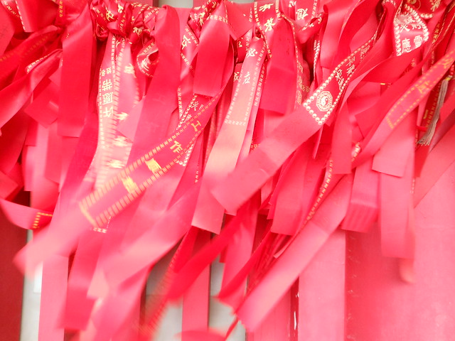 Guilin red ribbons