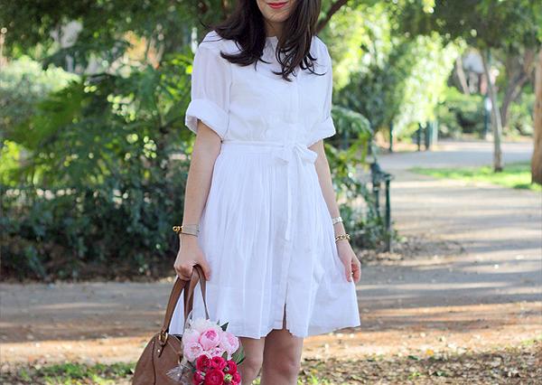 בלוג אופנה, שמלה לבנה, צמיד הרמס, זר פרחים, white shirtdress