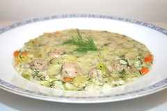 39 - Dill soup with meatballs - Side view / Dillsu…